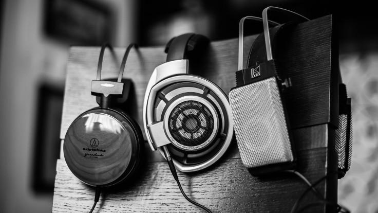 headphones-wallpaper-1