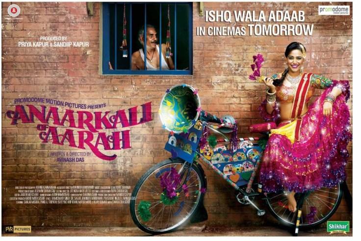 Swara-Bhaskar-poses-with-a-bicycle-in-Anaarkhali-of-Aarah-film-poster