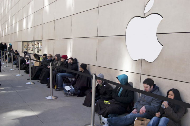 apple-store-iphone-upgrade-line-720x720